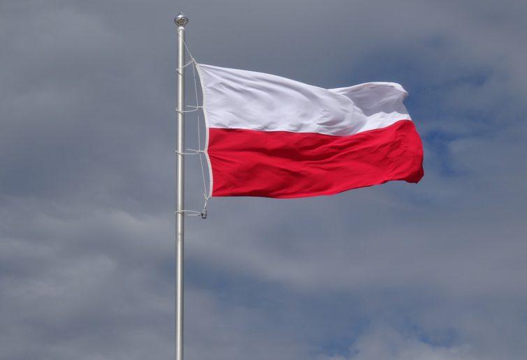45% Polaków nie utożsamia się z żadną partią