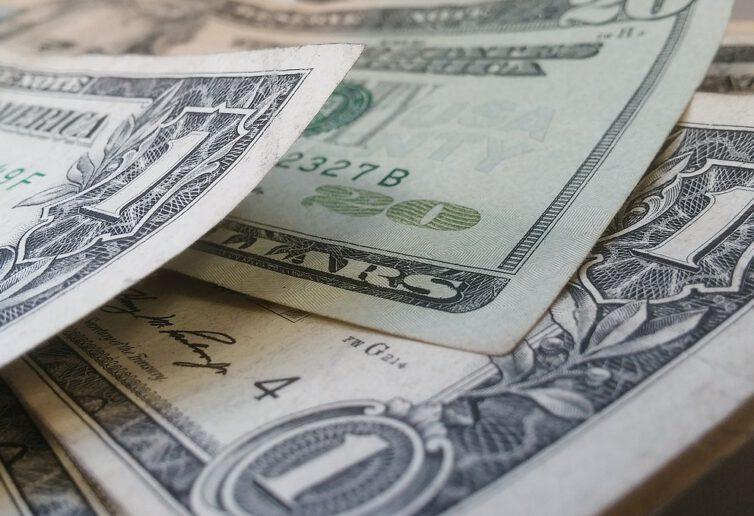 Banki wciąż tną oprocentowanie depozytów