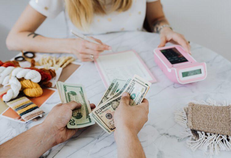 Blisko co czwarty pożyczający nie sprawdza, czy będzie w stanie spłacić zobowiązanie