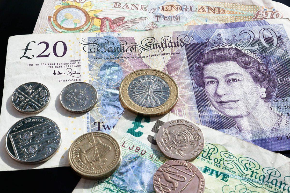 Brytyjska waluta ponownie cierpi przez politykę