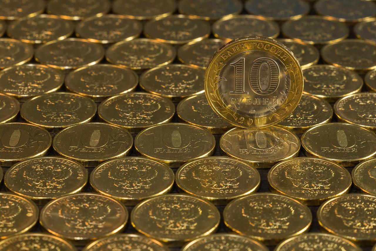 Cena ropy wzmacnia waluty krajów eksportujących surowce, ale nie rubla