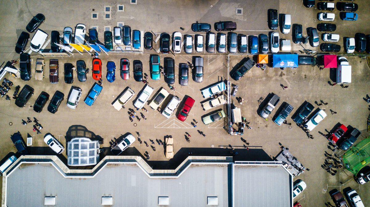 Cennik opłat za usunięcie pojazdu z drogi i przechowanie na parkingu strzeżonym w 2022 r.