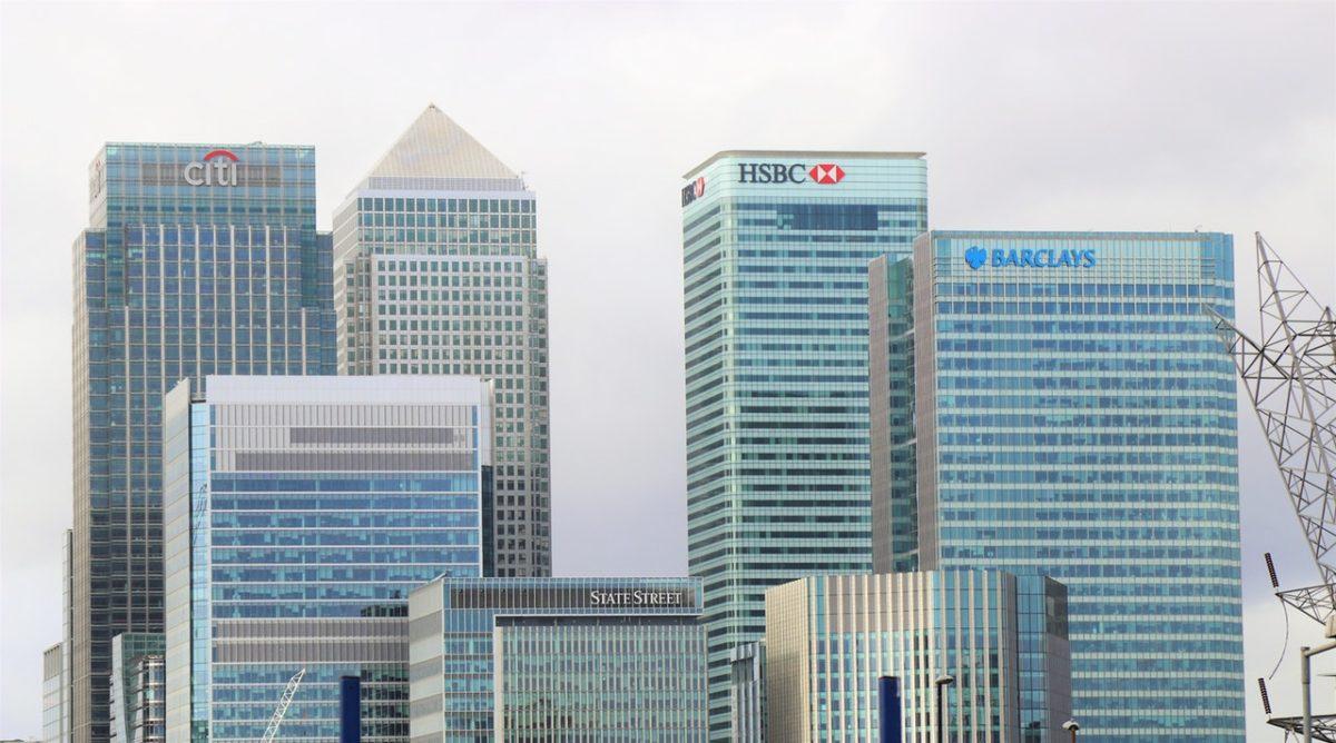Czynności wykonywane przez bank na rzecz swego oddziału, i odwrotnie, nie podlegają VAT