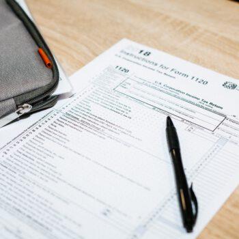 Dokumentacja i opodatkowanie VAT usługi wypełnienia dokumentu celnego T1 na rzecz zagranicznego kontrahenta