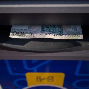 Eurobank wprowadza wypłaty zbliżeniowe z bankomatów