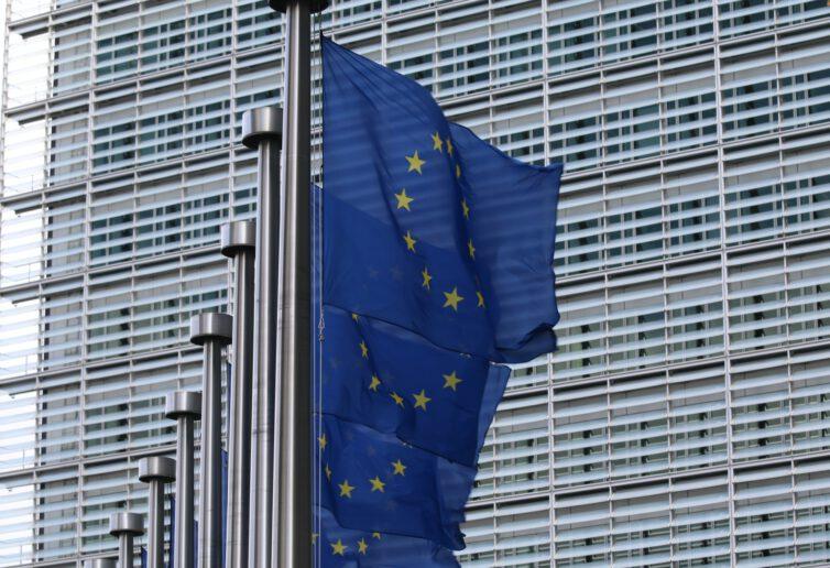 Firma ukarana przez Komisję Europejską za nadużycia rynkowe, może również podlegać sankcjom krajowym za nadużycia na tym rynku, ale w zakresie innych usług