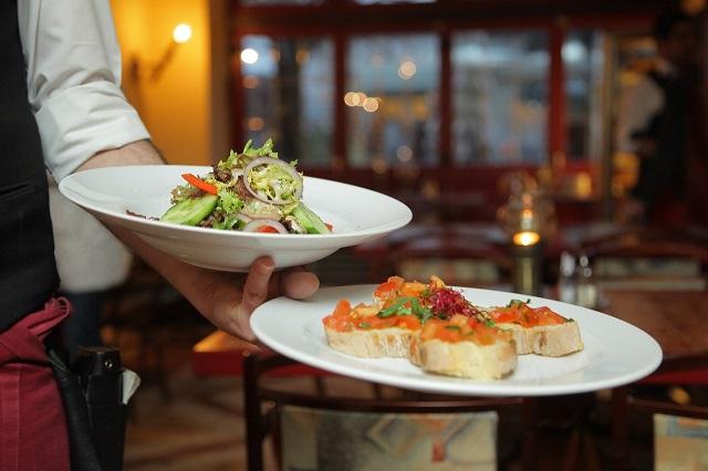 Gastronomia głodna klientów. Restauratorzy mają 671 mln zł zaległości