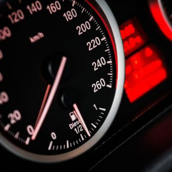 Giga i megatrendy oraz ich skutki dla sektora automotive wg Santander Bank Polska
