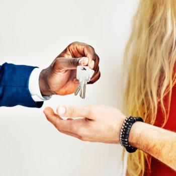 Ile średnich pensji wystarczy na zakup mieszkania?