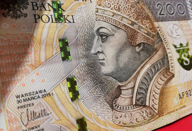 Inflacja w Polsce ponownie spada. Złoty nieco słabszy