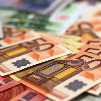 Interwencja polskiego banku centralnego i obawy dotyczące pandemii osłabiły złotego