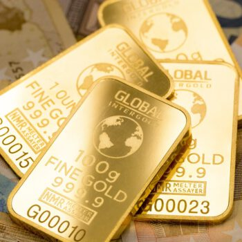 Konsolidacja mocnych zysków złota, ryzyko spadku dla ropy naftowej - Tygodniowy przegląd rynków towarowych