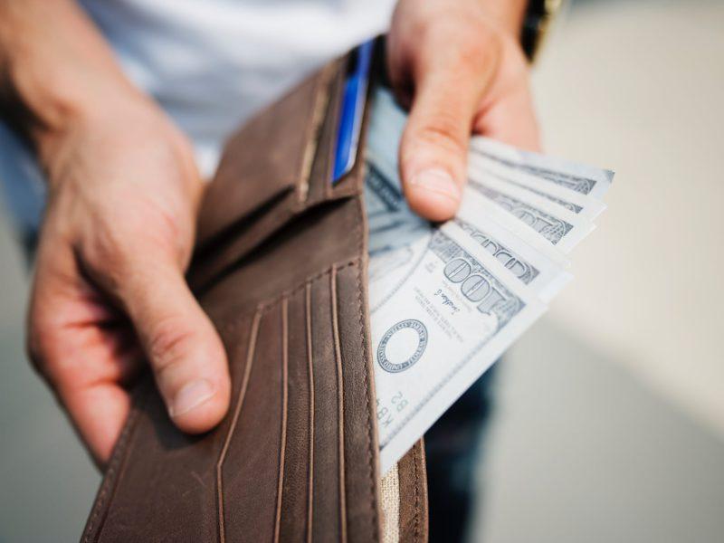 Kredyty gotówkowe tanieją, bo banki walczą o klientów