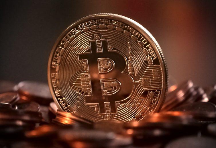 Kryptowaluty krwawią. Bitcoin najtańszy od roku