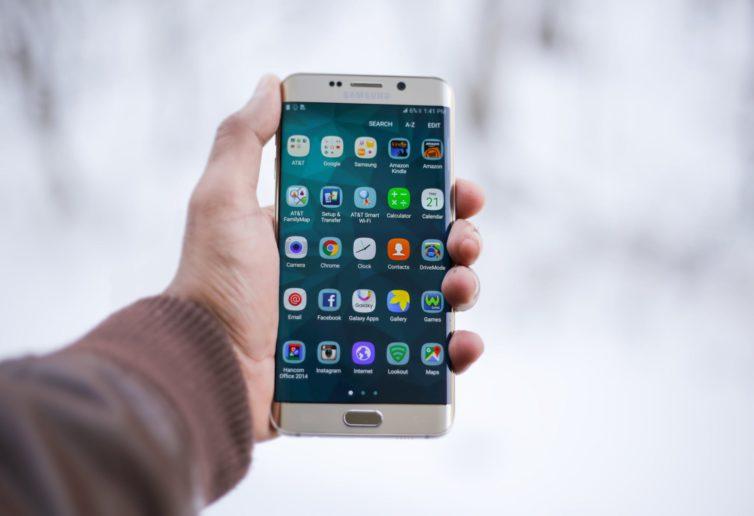 Kto korzysta ze smartfonów częściej i dlaczego?