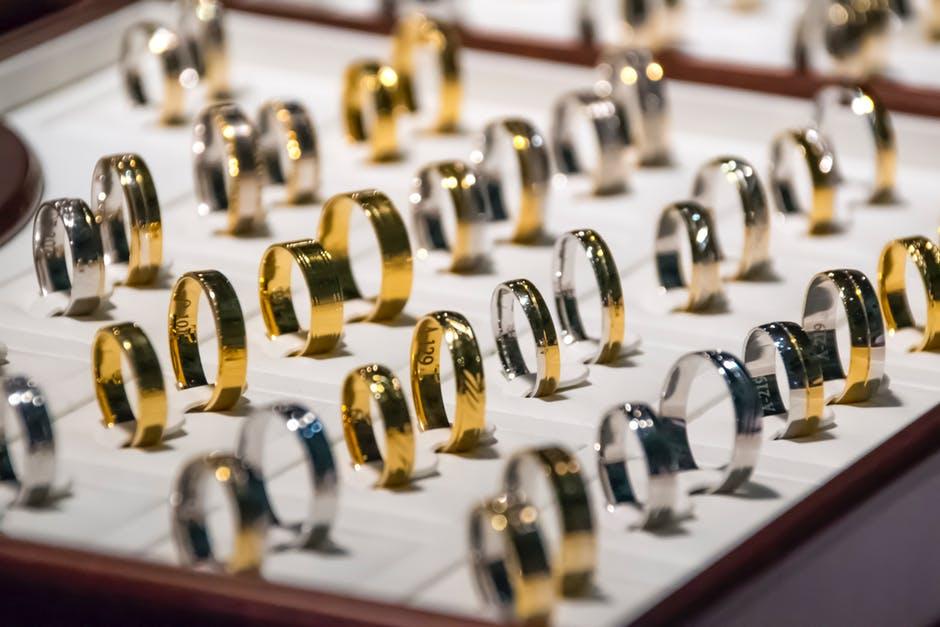 Kupno złota to modny sposób na oszczędzanie