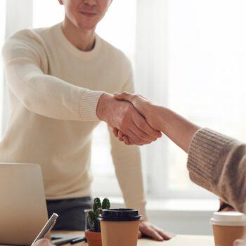 Kupować czy pożyczać – oto jest pytanie