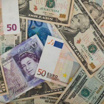 Kurs EUR/USD pozostaje w wąskim korytarzu wahań