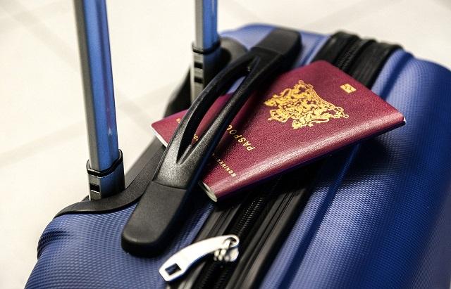 Młodzi Polacy ruszyli do pracy za granicę. Kuszą ich wyższe zarobki. – raport OTTO Work Force