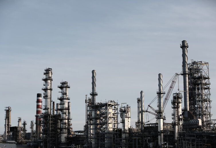Metale przemysłowe i ropa liczą na mocne ożywienie w 2021 r.