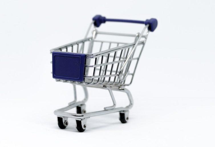 Ministerstwo przedsiębiorczości nie chciało, ale potwierdziło, że zakaz handlu w niedziele zaszkodził małym sklepom