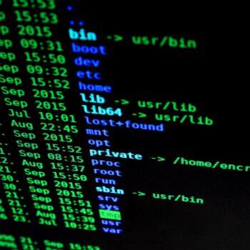 Na telefon z banku lub na Sanepid, czyli nowe sposoby oszustów na kradzież naszych danych w pandemii. Jak się przed tym uchronić i jak uniknąć długów