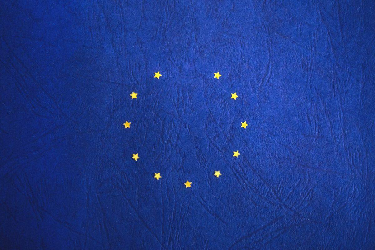 Nowe europejskie regulacje prawne ku doskonaleniu i budowie zaufania do sztucznej inteligencji