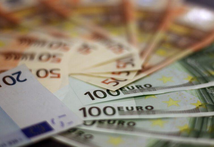 Nowe przepisy dotyczące przewozu pieniędzy przez granicę