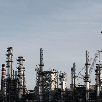 Optymizm na rynku ropy w oczekiwaniu na potwierdzenie ze strony OPEC+