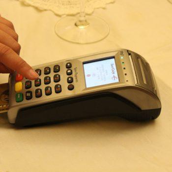 Płatność kartą staje się standardem