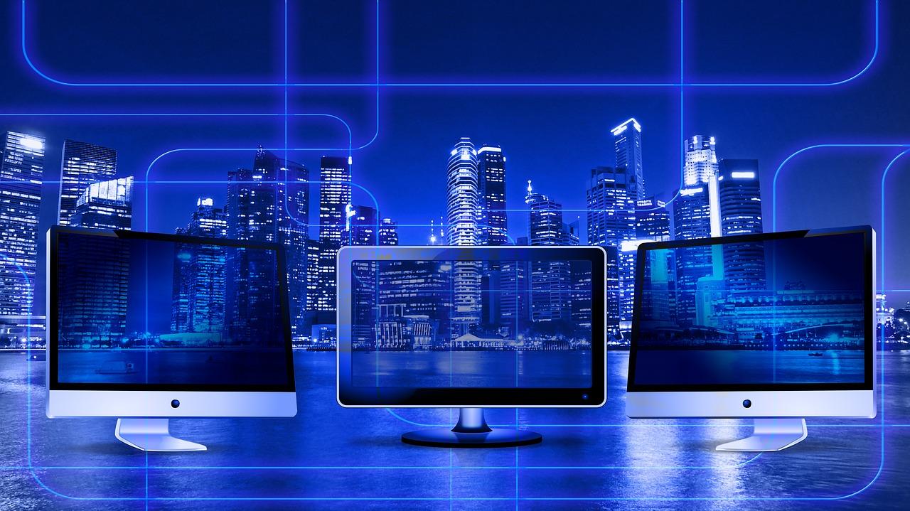 Polacy chętnie korzystają z bankowości online, ale konta zakładają w placówce