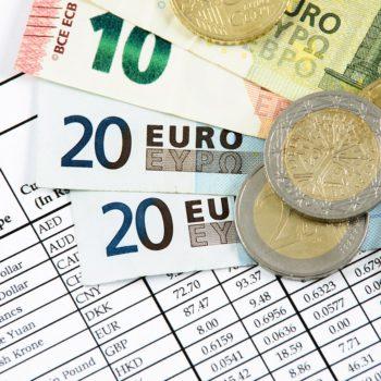 Polacy wymieniają coraz więcej walut na wakacje