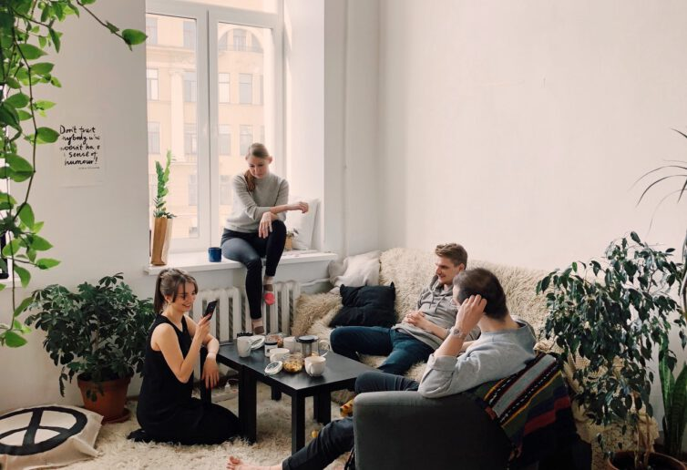 Ponad 40% dorosłych Polaków wciąż mieszka z rodzicami