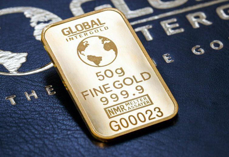 Popyt inwestycyjny mocno w górę, jubilerski z dużym spadkiem – analiza raportu Światowej Rady Złota za 2020 rok.