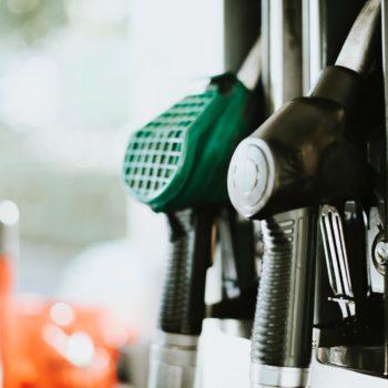 Protesty przyczyniają się do obniżki cen paliw