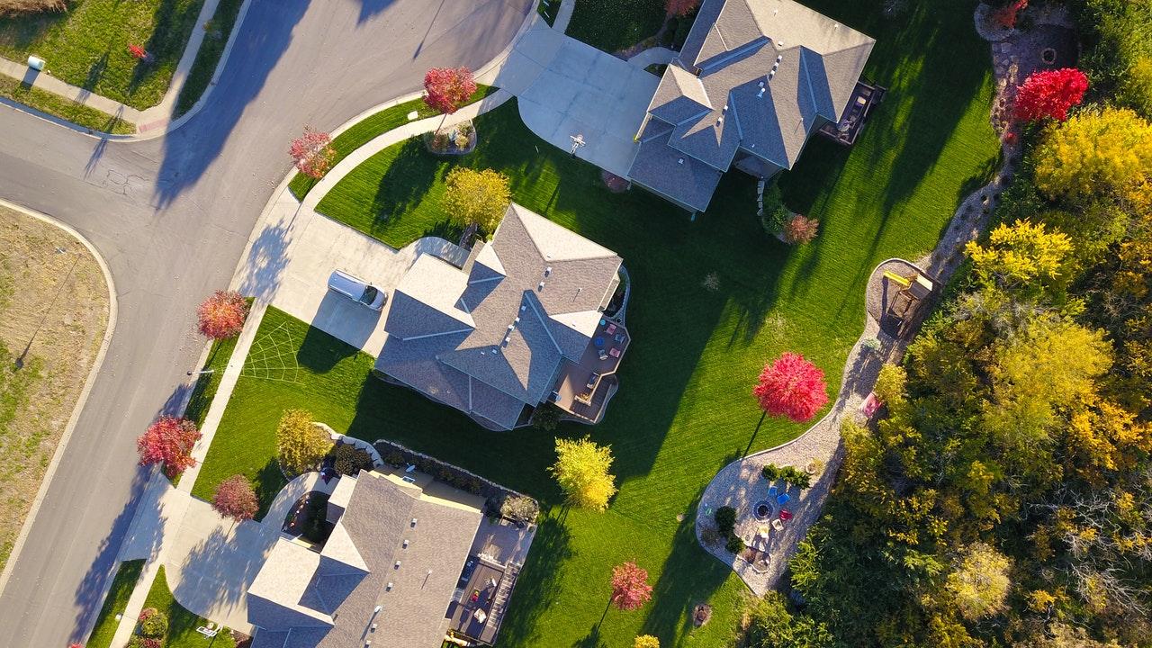 Raport - II kwartał na rynku nieruchomości podaż w dół, ceny w górę