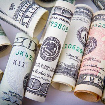 Rosnąca awersja do ryzyka wzmocniła dolara