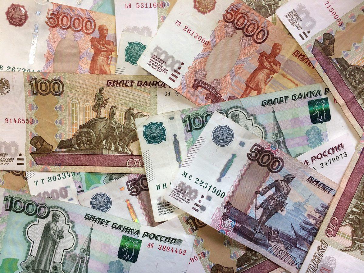Rubel rosyjski traci z powodu kolejnych sankcji