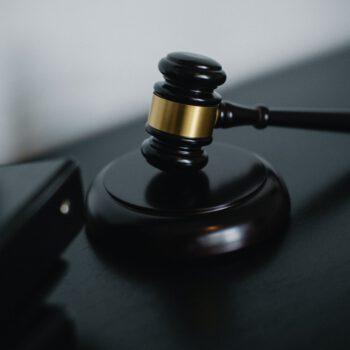 Rzecznik staje w obronie więźnia, któremu sąd odmówił przyjęcia zażalenia na odmowę udzielenia warunkowego zwolnienia