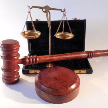 """Sądy będą bronić konsumentów nawet zaocznie. Wyrok TSUE w """"polskiej"""" sprawie na to wskazuje"""