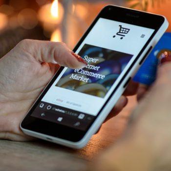 Schowaj portfel w szufladzie i płać telefonem lub opaską
