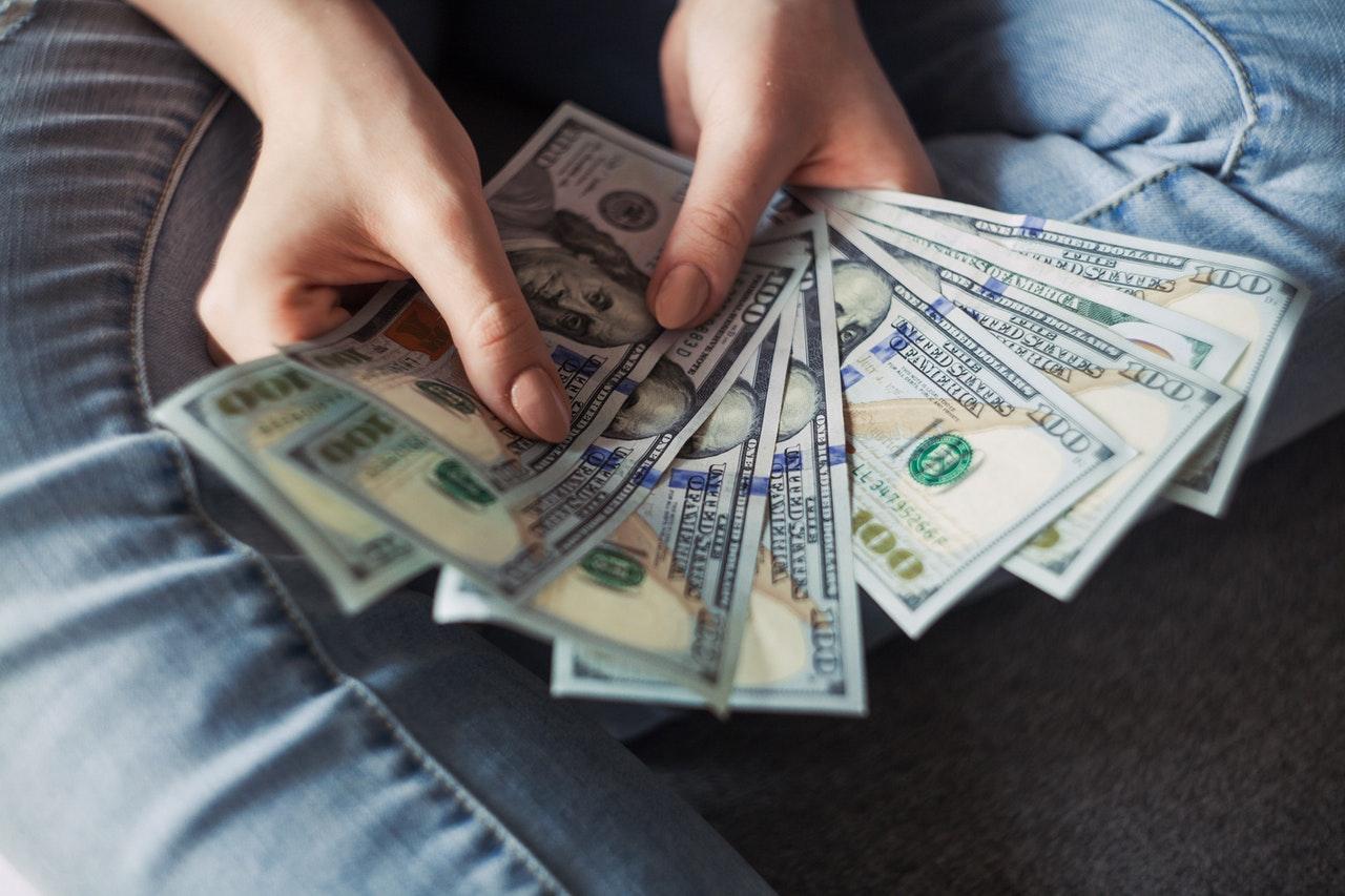Sprzedaż pożyczek dla klientów indywidualnych przez firmy pożyczkowe