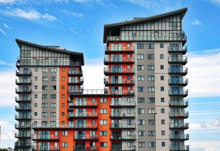 """""""Sytuacja powoli się stabilizuje"""". Pośrednicy podsumowują drugi kwartał na rynku mieszkaniowym."""