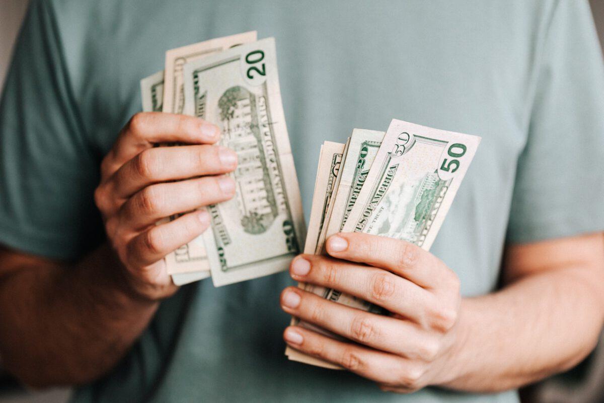 Tańsze waluty na wakacje Kursy raczej stabilne. Jesienią może być drożej