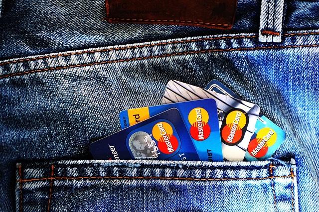 W 2020 roku kredyty dostawali posiadacze gotówki