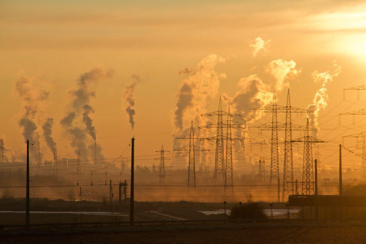 W 8 miastach i aglomeracjach powyżej 100 tys. mieszkańców zanieczyszczenie powietrza PM2,5 przekroczyło średni wskaźnik narażenia