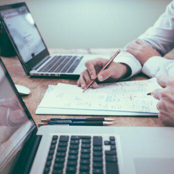 W trakcie zawieszenia działalności firma musi składać deklaracje i rozliczać podatki za okresy, w których otrzyma zaliczki