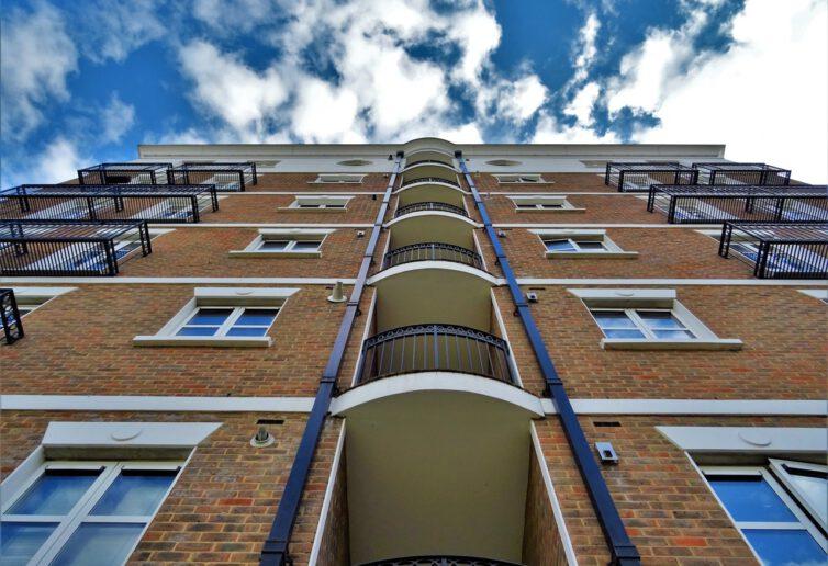 W trzecim kwartale br. warszawiacy kupili 4,6 tys. mieszkań. Ceny od marca nie drgnęły