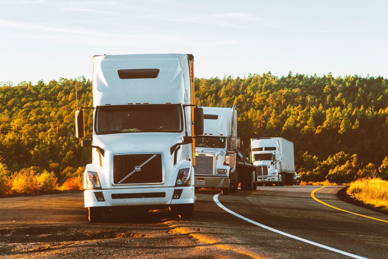 Ważny dla przewoźników wyrok Trybunału Nawet ten, kto tylko przewozi wyroby akcyzowe na cudze zlecenie, może zostać zobowiązanym do zapłaty akcyzy, a środek transportu ulec zajęciu