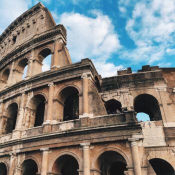 Włosi uchwalili pierwszą ustawę przymuszającą do szczepień przeciw COVID-19